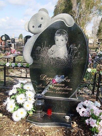 Гранитный памятник для малыша фото