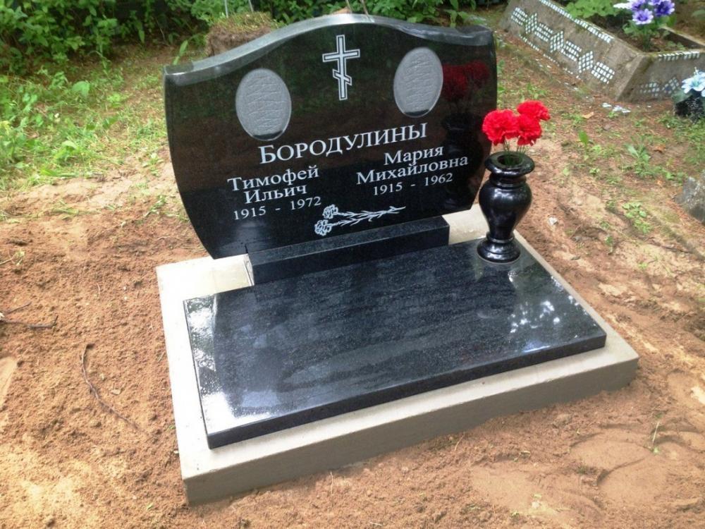 Эконом вариант гранитного памятника с вазой фото
