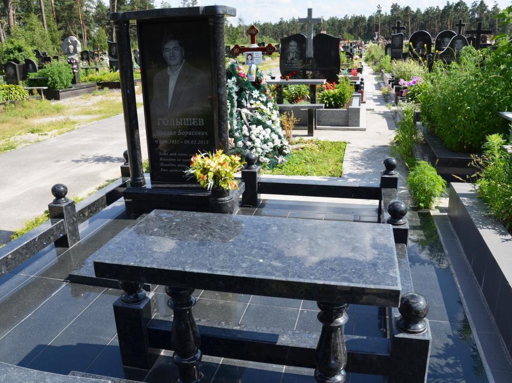 Черный гранитный стол для памятника фото