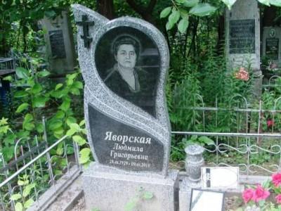 Памятник из серого и черного гранита с фигурной стеллой