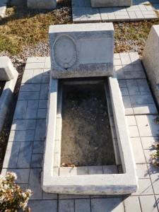 Памятник подушка надгробие из мраморной крошки