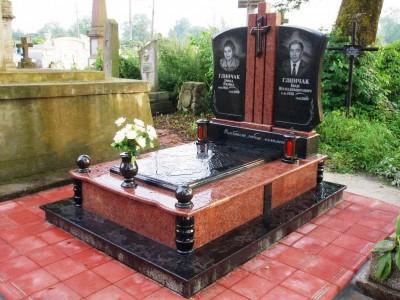 Красный гранитный памятник для двоих