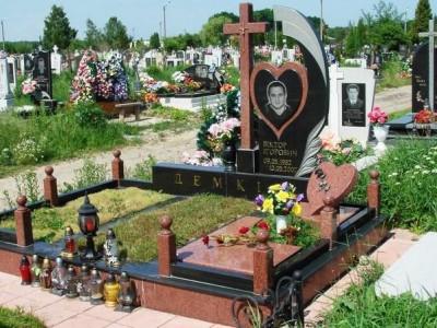 Элитный мужской памятник с гранитной оградой
