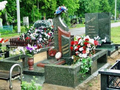 Красно серый гранитный памятник фото