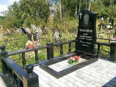 Гранитная ограда с балясинами для памятника