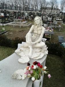 Эксклюзивное надгробие со скульптурой вместо стеллы