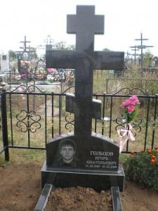 Памятник-крест на могилу мужчины