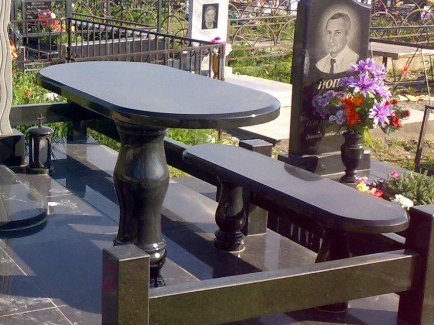 Гранитный стол и лавочка для надгробного памятника