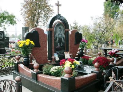 Элитный надгробный памятник из черного и красного гранита