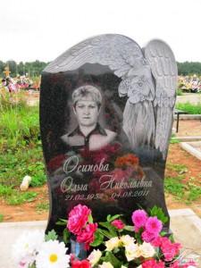Ангел на резном надгробном памятнике