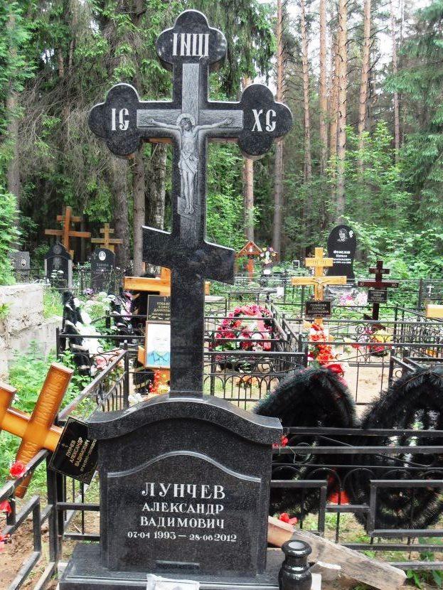 Головинский гранит для памятника в виде креста