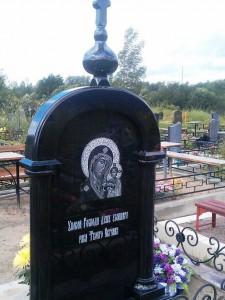 Элитный надгробный памятник с гравировкой иконы