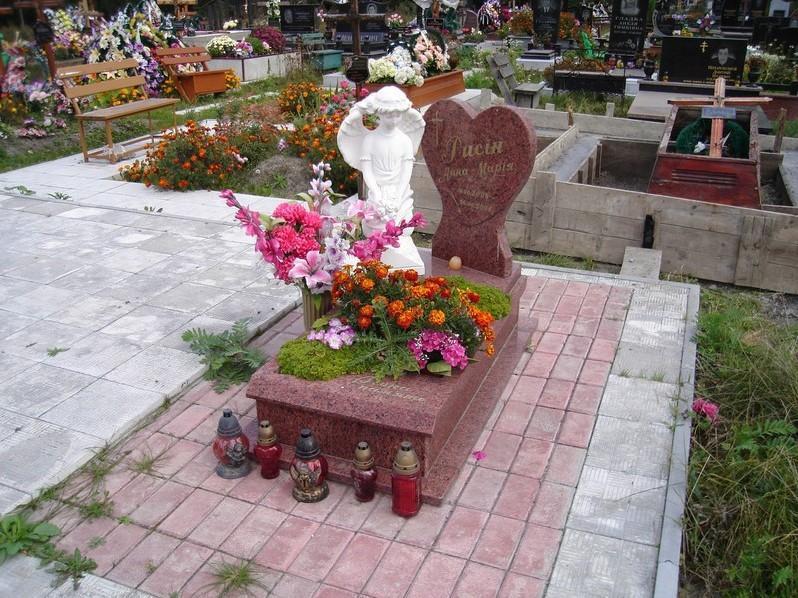 Элитный гранитный памятник для младенца