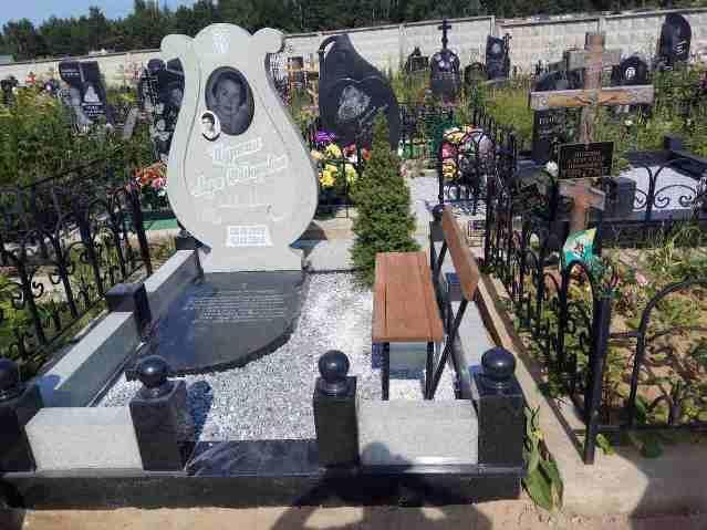 Эксклюзивный надгробный памятник на могилу женщины