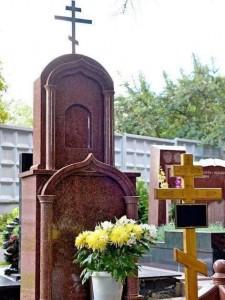 Купольный надгробный памятник из красного гранита