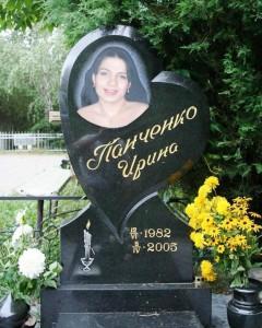 Женский гранитный памятник в виде сердца