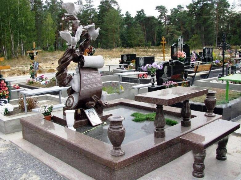 Эксклюзивный надгробный памятник с оригинальной стелой
