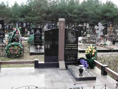 Элитный двойной памятник из черного гранита