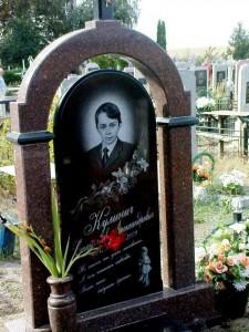 Детский надгробный памятник из гранита для мальчика