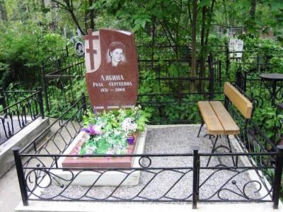 Гранитный надгробный памятник для женщины