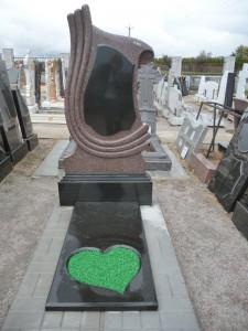 Стандартный памятник с полузакрытым цветником №345