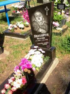 Недорогой памятник на могилу мальчика