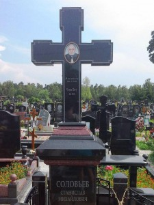 Классический памятник в виде креста