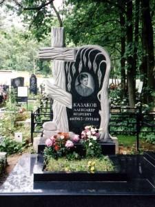 Элитный мужской памятник с резной ивой и крестом