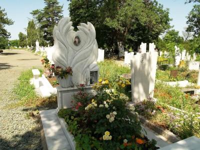 Памятник на могилу девушке