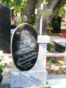 Резная стелла памятника для младенца