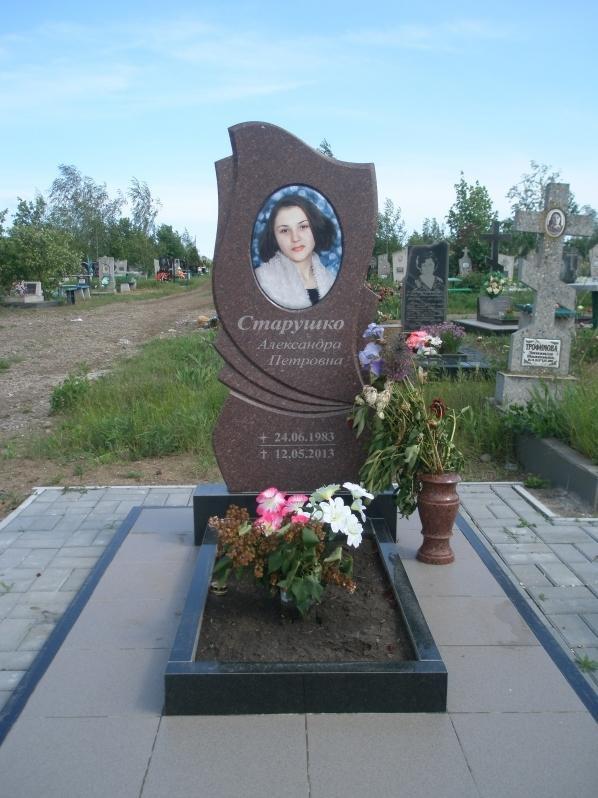 Одинарный памятник на могилу молодой девушки