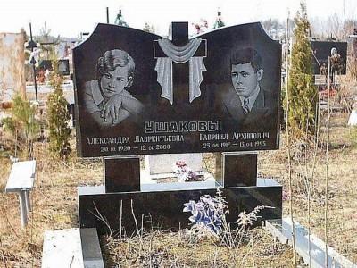 Супружеский гранитный памятник черного цвета