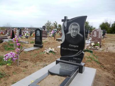 Фото гранитного памятника на могилу мужчине