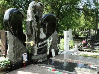 Эксклюзивный памятник с ангелом для юноши