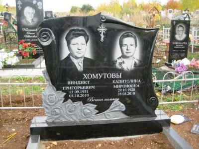Двойной гранитный памятник с резными розами