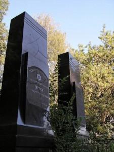 Черный гранитный памятник для евреев