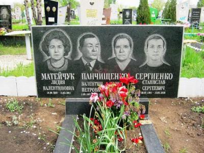 Прямоугольный гранитный памятник на четверых фото