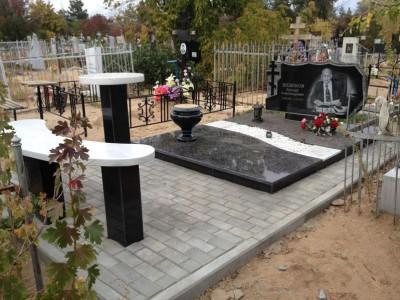 Элитный надгробный памятник с горизонтальной стеллой для отца