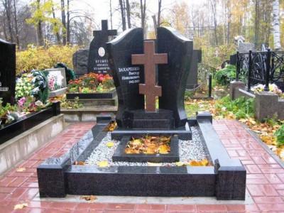 Эксклюзивный памятник с крестом на могилу