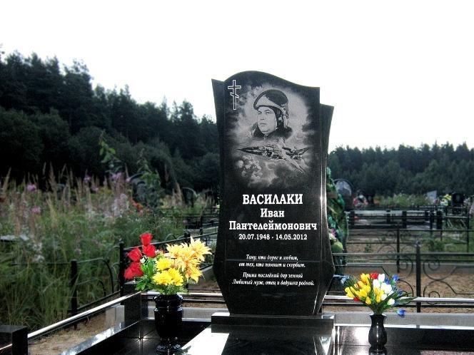 выявила надгробные памятники офицерам фото камень как символ