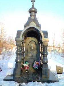 Классический надгробный памятник из гранита