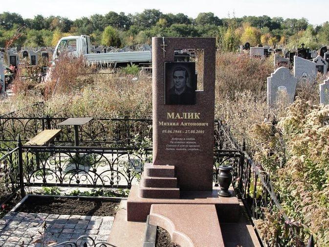 Одинарный памятник из емельяновского гранита