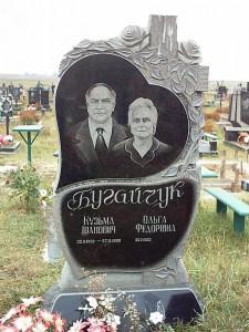 Резной вертикальный памятник для супружеской пары