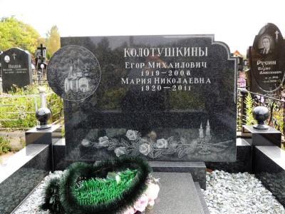 Черный гранитный памятник без фотографии