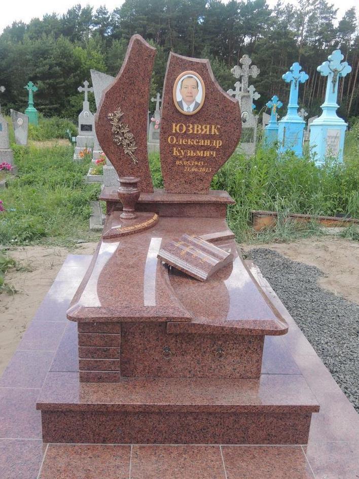 Одинарный элитный памятник из лезниковского гранита