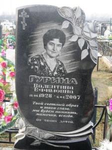 Фигурный надгробный памятник из черного гранита