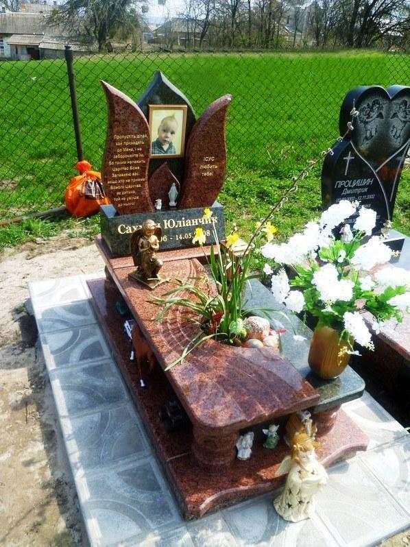 Элитный надгробный памятник для ребенка фото