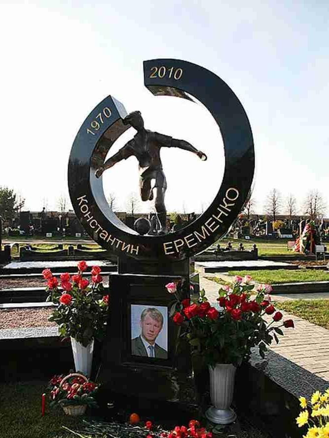 Эксклюзивный памятник для футболиста