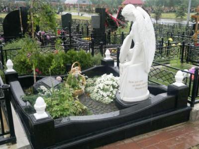 Скульптура ангела для черного гранитного памятника
