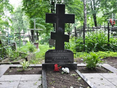 Недорогой одинарный памятник в виде креста